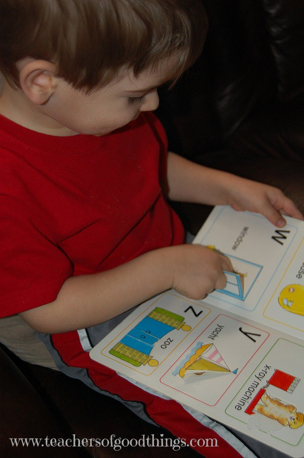alphabet books help teach the alphabet #toddlers #preschoolers