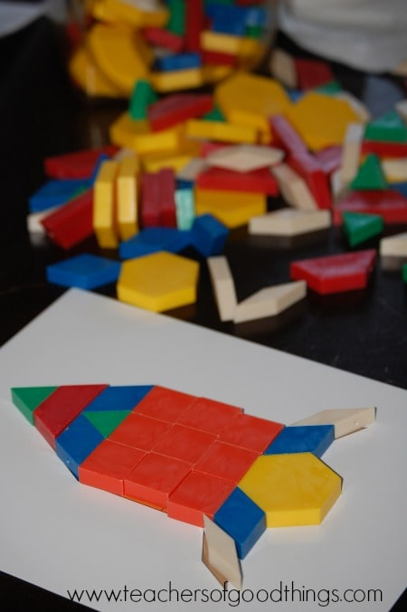 Using colors to teach patterns with fun activity cards for an enjoyable pattern learning box | www.joyinthehome.com