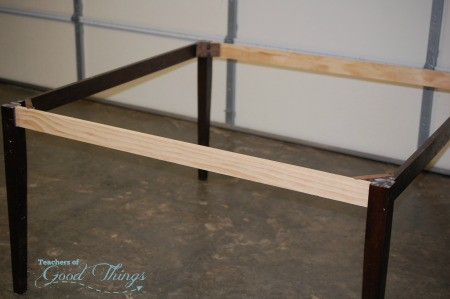 How to Make a Square Table By Repurposing Your Rectangle Table | www.joyinthehome.com
